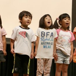 まめどくれっしゅの子どもたち、「公園愛護のつどい」で感謝の歌をプレゼント