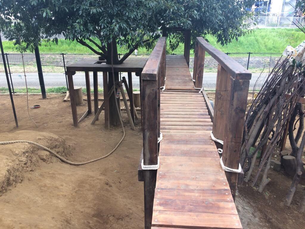 完成した櫓と渡橋