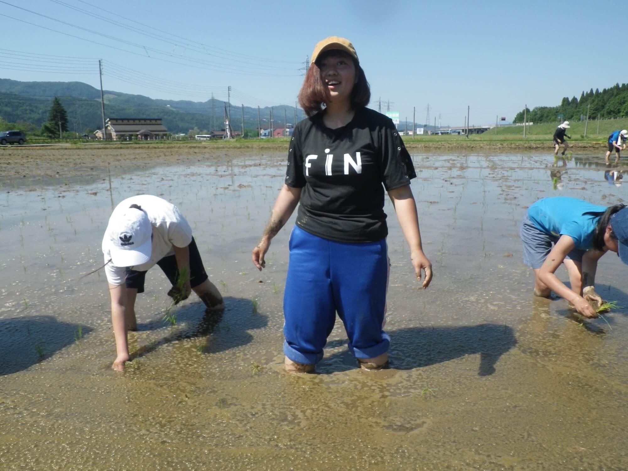 泥の中でバランスを取るのは大変!