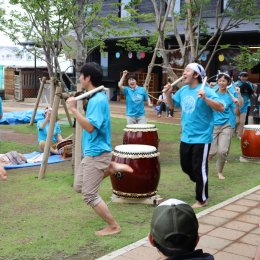 和太鼓演奏に挑戦。子ども発達支援センターつむぎの「どろんこ祭り」