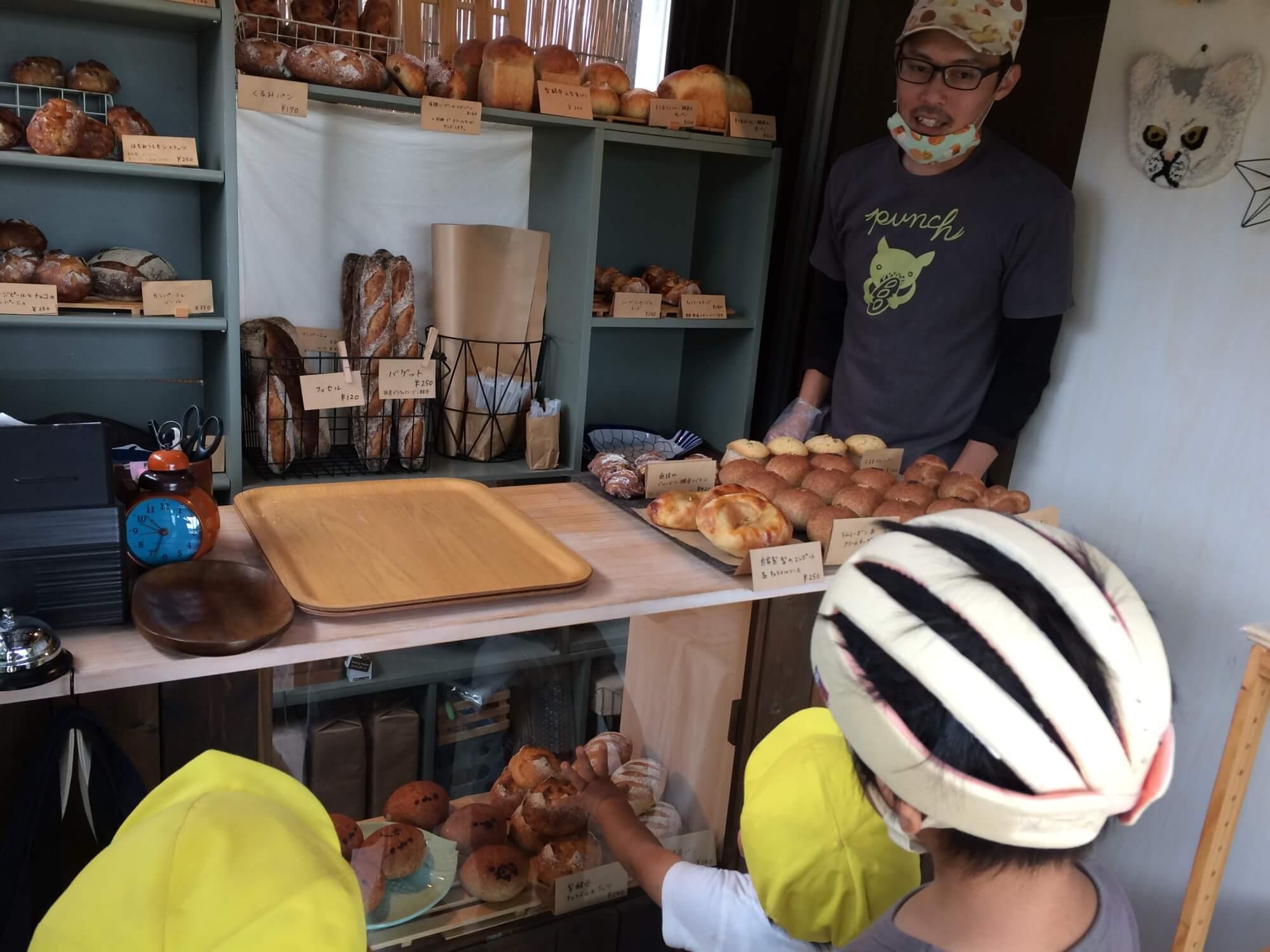 近所のパン屋さん