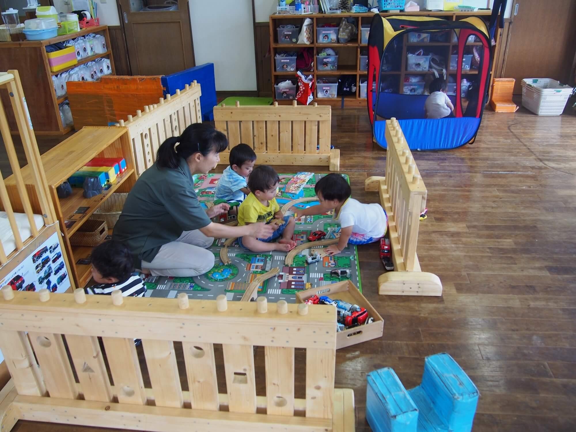 移動式のパーテーションは子どもが増えれば広げられる