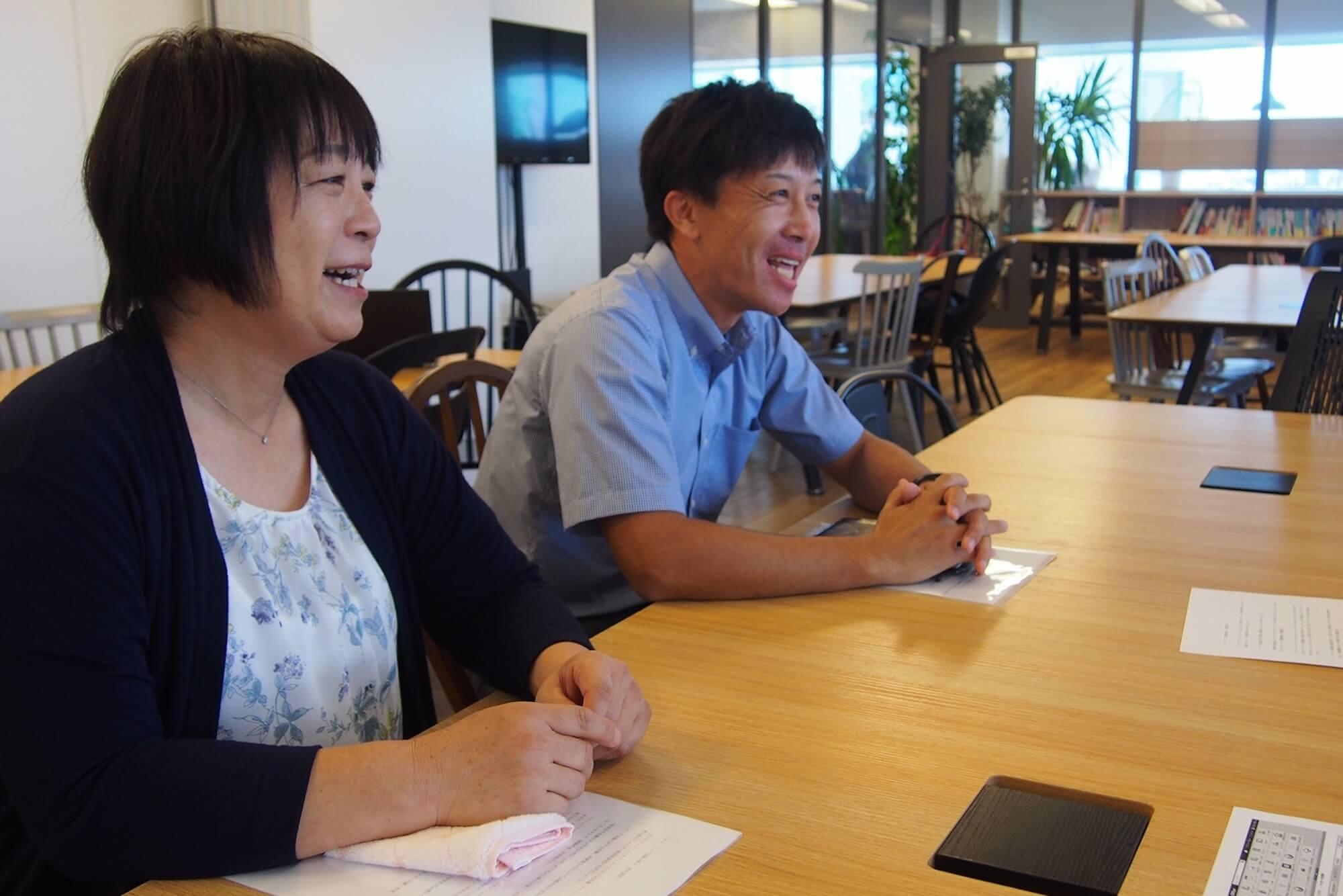 「オンライン勉強会への参加率もどんどん上がっています」と語る北原園長(左)