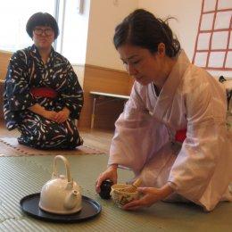 つむぎ桶川ルーム8月体験学習「お茶とお菓子を楽しもう」