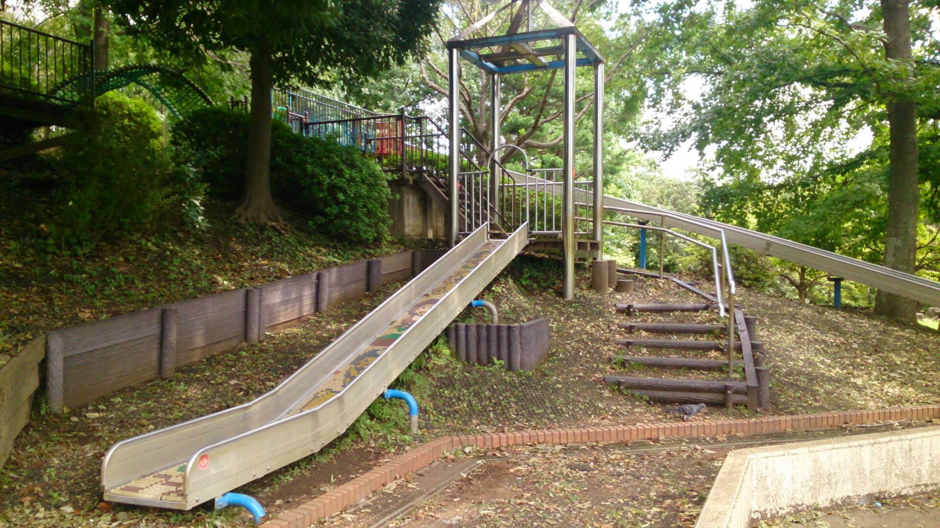 岸根公園のアスレチック滑り台