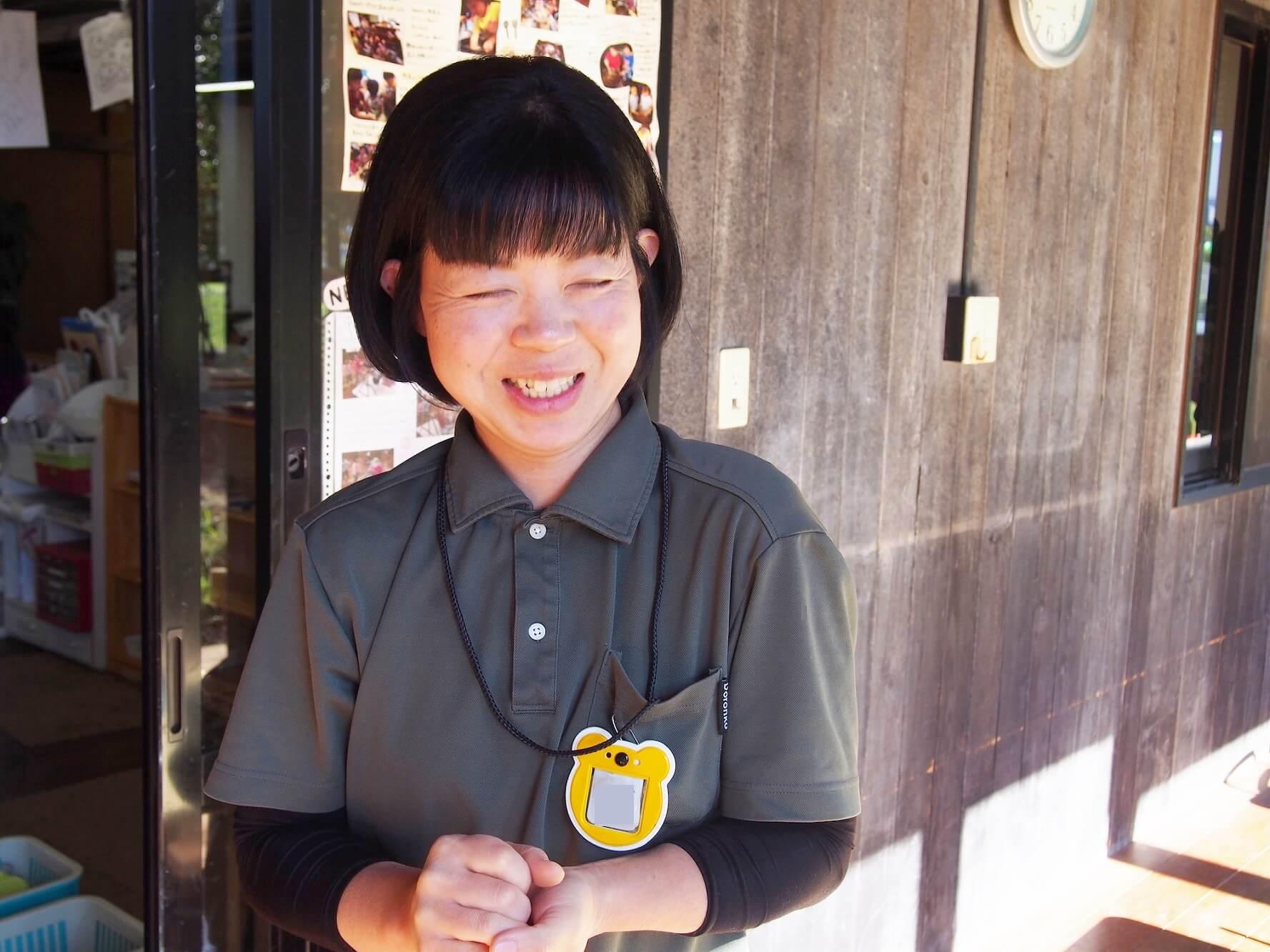 「私の経験が少しでも参考になれば嬉しいです」と笑う岩崎さん
