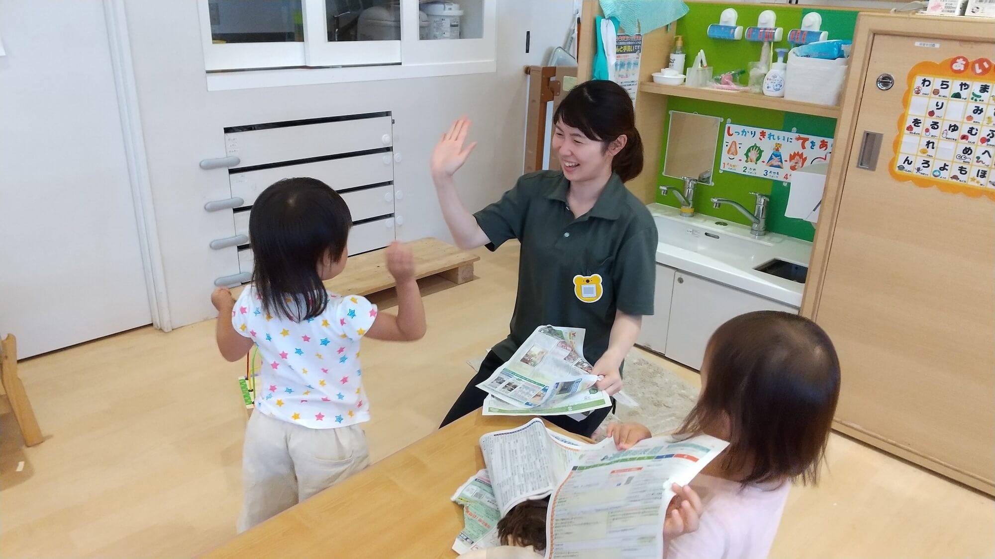 子どもたちとの触れ合いも楽しめるようになったと語る朝山さん(2019年度 撮影)
