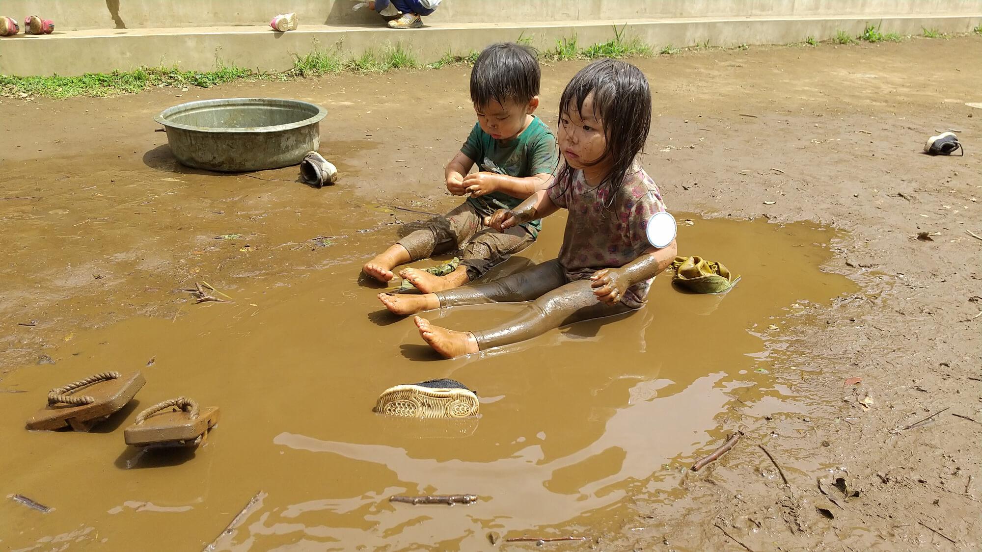 泥水遊びの様子
