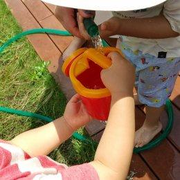 発達支援つむぎ 横浜東口「1、2歳児の『お水ちょうだい』『どうぞ』」