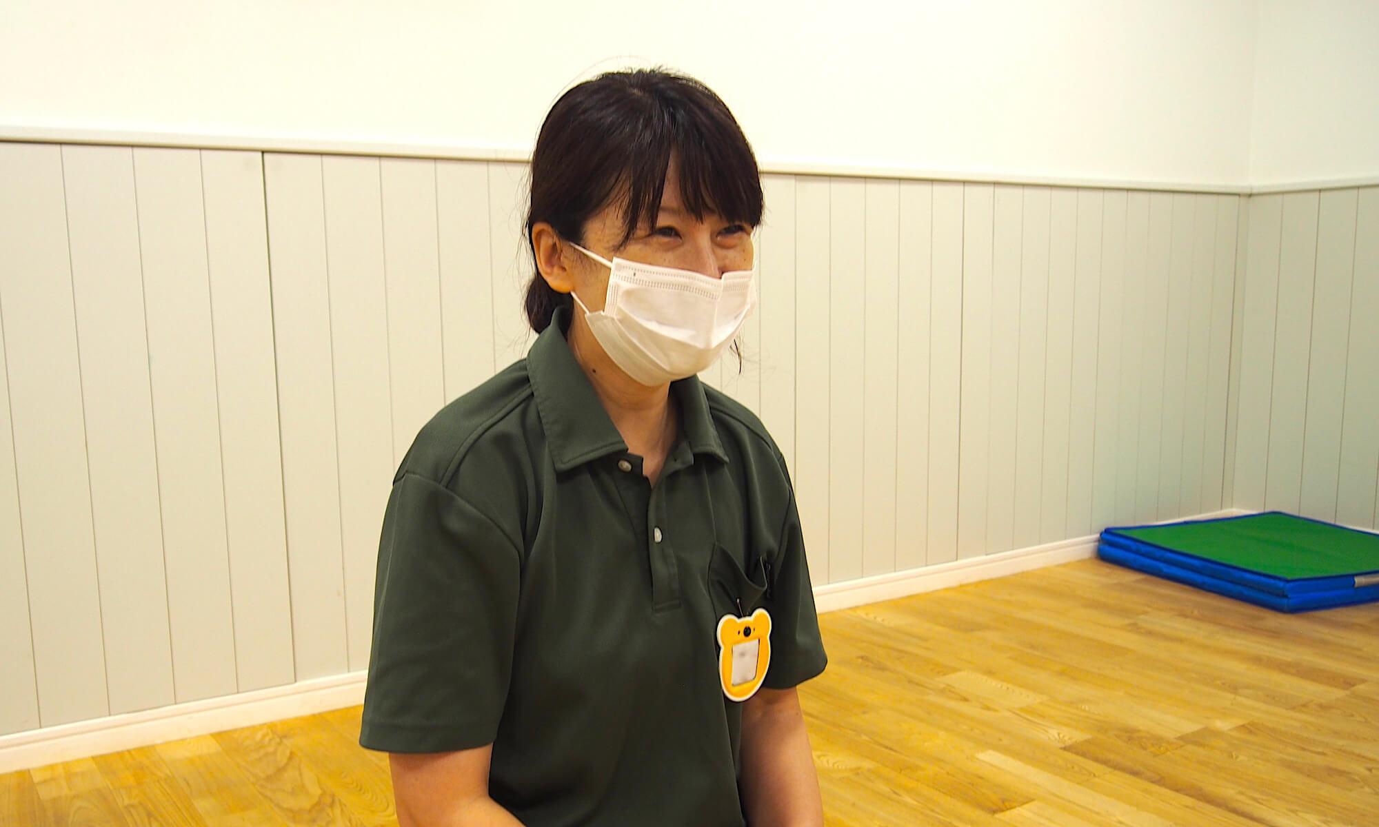 吉祥寺ルームで青空保育を主導している三浦さん