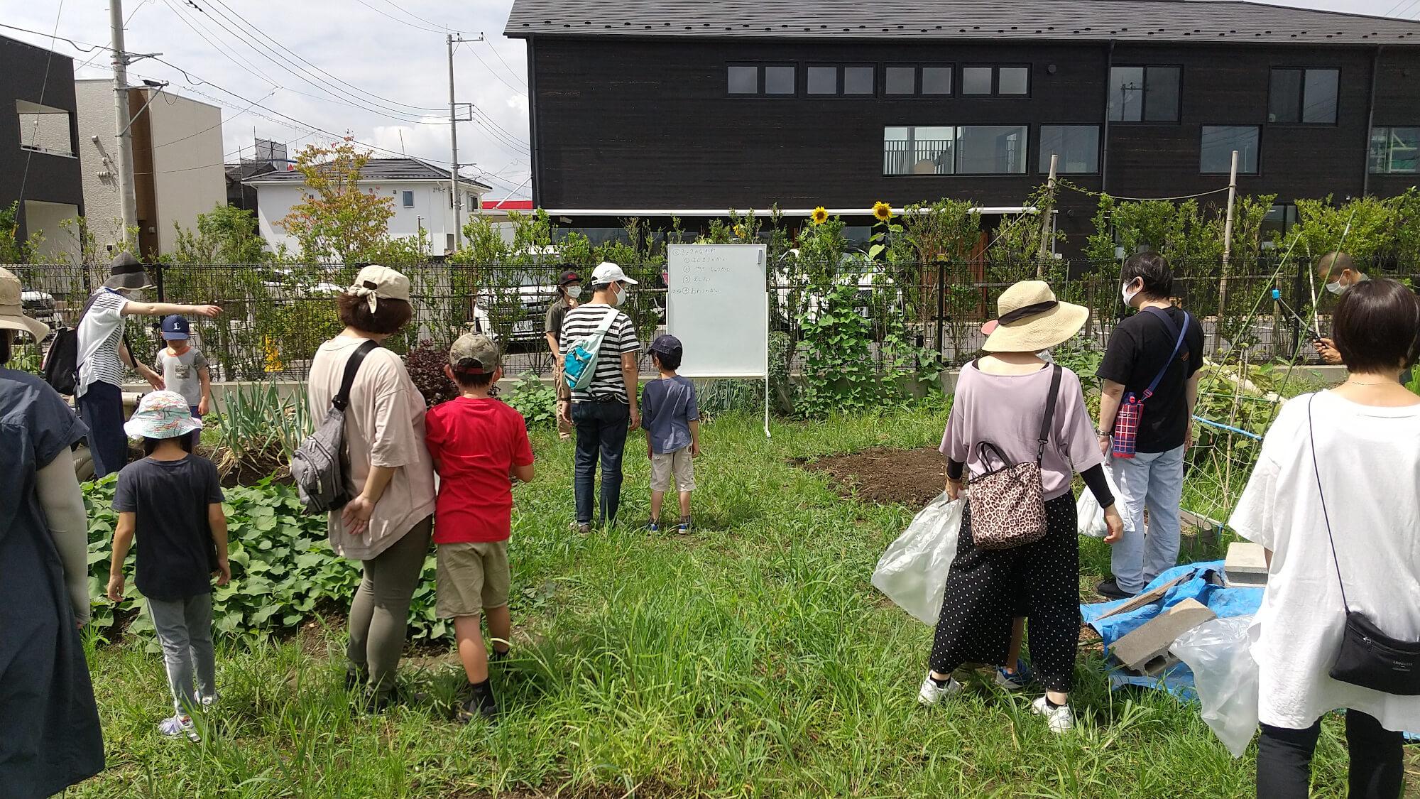 畑体験・庭での小動物体験学習会の様子