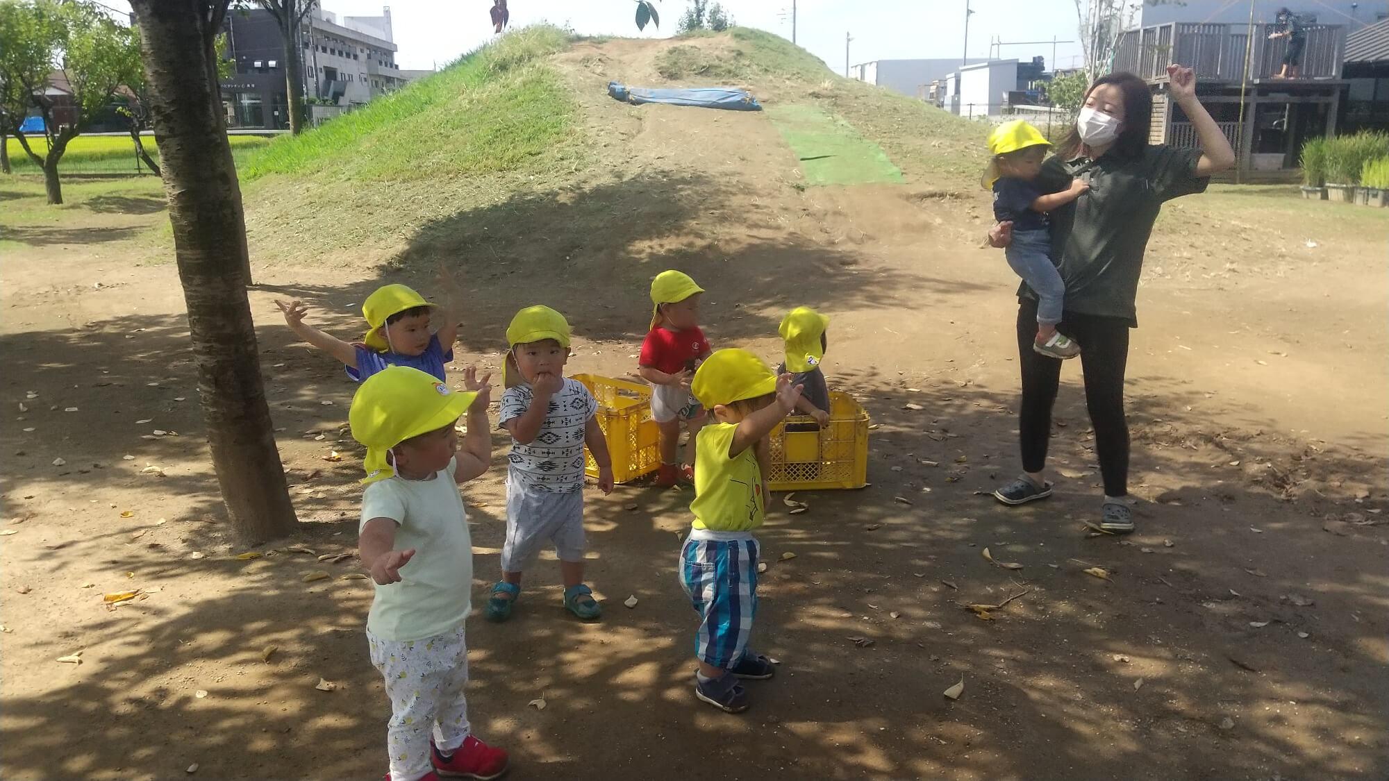 「エビカニクス音頭」を踊る子どもたち