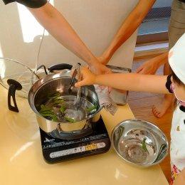 発達支援つむぎ 調布「調理活動~自分達で植えた枝豆を茹でました~」