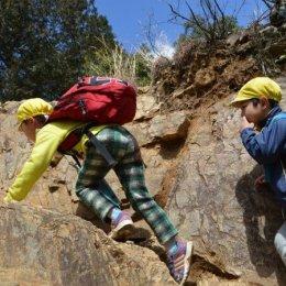 三原どろんこ保育園、卒園記念の「日和田山」登山